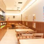 仕事帰りに立ち寄るサラリーマンや、女性ひとりだけでの来店も多い名古屋ビルヂング店。様々な年齢層やシーンで利用できます。名駅直結なので名古屋観光でも立ち寄りやすい好立地。