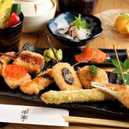 ヘルシーなひまわりの植物油と職人技で、魚、肉、野菜などの旬の食材をサクっと美味しい串揚げに調理します。