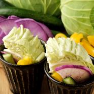 名古屋産の野菜をふんだんに使ったお通し。串揚げとの相性もぴったりの、期間限定メニューです。 *名古屋産『ブロッコリー』・『キャベツ』使用