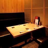 カウンター席からボックス席、個室もあります。友人との飲みや、家族連れでのお食事、大切な人とのデートなど、様々なシチュエーションでご利用ください。
