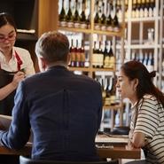 「感染防止のための6つのお願い」をお客様に承諾して頂きます。お客様同士の密を避ける対策を講じます。お客様とスタッフの密を避ける対策を講じます。店舗内の衛生管理を徹底します。社員の衛生管理を徹底します。