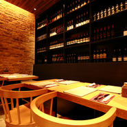 ワインもイタリア産ワインに統一するこだわりよう。現地でも使われているもの、モッツァレラチーズがメインの料理に合わせたものが、オーガニック、BIOワイン、一般的なワインから幅広くチョイスされています。