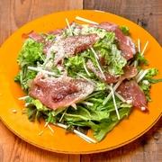ざく切りキャベツを特製塩ダレで和えたシンプルなおつまみ。野菜が新鮮だからこそ美味しい!あっという間に出てくるスピードメニューなので一品目におすすめです。