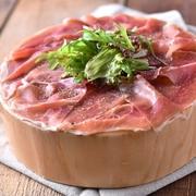 脂の乗った良質な炙りトロ肉、その上にはまるで宝石のような雲丹・いくら。この上ない贅沢な手巻き寿司となっております!舌の上で絡み合う、贅沢食材の甘みをぜひご堪能下さい。