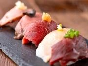「肉握り」とは、その名の通りお肉がシャリにのった新感覚のお寿司で、今多くの人々から注目を集めています!口の中に入れた瞬間、お肉の旨味が広がり、溶けてなくなっていく新しい感覚をぜひお楽しみ下さい♪