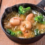 チーズタッカルビとは甘辛く味付けされたお肉やお野菜、トッポギを同じ鉄板で溶かしたトロトロのチーズに絡めていただく韓国発祥の絶品鍋です。本場韓国の味わいを再現した料理長渾身の逸品をぜひお試し下さい。