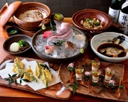 新鮮な旬なお造り盛り合わせから、こだわりの煮魚・名物の鯛めしなど銀平を味わって頂けるコース料理となっております。