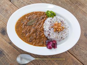 『チキンキーマカリー(中辛)』はひき肉と野菜の旨味のコラボ!