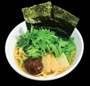 麺には、100%デュラムセモリナ粉を使ったパスタ麺を使用。トッピング、スープなどすべてにおいて、化学調味料や動物性原料を一切使っていません。仕込みから仕上まで野菜だけで作られたヘルシーなラーメンです。