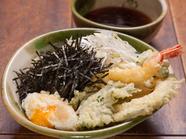 旬の野菜と定番野菜の天ぷらを揚げたてで!『天せいろ蕎麦』