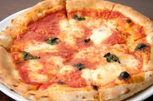 自家製のピザ生地にもこだわりが。お店イチオシの『マルゲリータ』