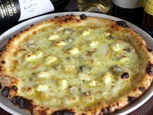 まろやかな味わいのチーズベース『クワトロフォルマッジ』