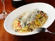 シラスと野菜をシンプルに。旬の味わいが楽しめる『シラスと彩り野菜のペペロンチーノ』