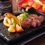 A4、A5ランクにこだわった鹿児島県産薩摩の黒毛和牛です。その希少部位であるフィレのステーキ。脂身が少なく、あっさりと柔らかいのが特徴です。