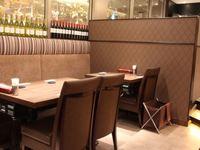 しっとりとした雰囲気で極上の食材を味わえる大人の空間