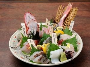 朝とれたての魚を堪能できる『産地直送盛り合わせ』