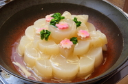 色よく仕上げた大根に上品な餡が絶妙に絡み、ほっこりする美味しさの『京風白煮大根』