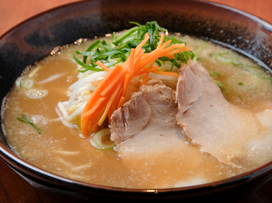 毎朝仕込んでいる、コクがあり、まろやかな秘伝スープが人気の『古潭らーめん』
