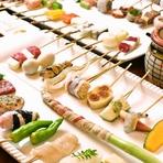 常に40種類ほどの串ネタが用意されています。今日はどれをいただこうかと思わず目移り。どれも厳選した新鮮な食材がつかわれており、口にすれば広がる素材本来の旨みに職人の丁寧な仕事ぶりがうかがえます。