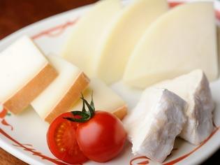 希少な「吉田牧場チーズ」など、厳選した食材を使用