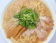 こだわりの鶏ガラ豚骨スープが自慢『定番拉麺濃いめ』