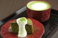 ほっこりと和む京の甘味『まろ濃い抹茶ラテとお濃い抹茶ケーキ』