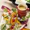 シェフ自慢のソースで愉しむ、彩り鮮やかなフレッシュ地場野菜