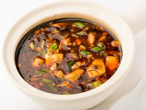 厚切り豚を、まろやかな黒酢で味わう『三元豚の彩菜黒酢豚』