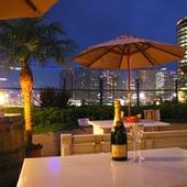デートやおしゃべりに。開放的で夜景が綺麗なテラス席