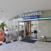 横浜駅から徒歩10分ほど。横浜ベイクォーターの5F
