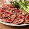 肉本来の味わいを満喫できるひと皿『アンガスビーフカルパッチョ』