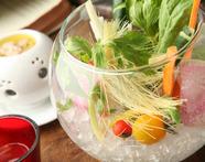 清涼感あふれるヘルシーメニュー『旬の野菜のフォレストバーニャカウダ』