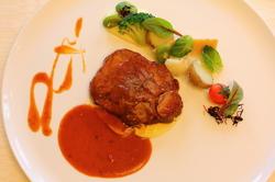 お魚料理と合わせて、メインのお肉料理3品から1品をお選び頂けるコースです。