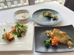 メインのお料理をお魚もしくはお肉と選べるコース。 プラス2000円でメインより2品選べます