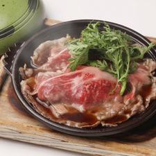 柔らかく、口中に旨味が広がる『国産 黒毛和牛リブロースのすき焼き煮』