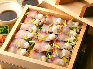 素材そのものの美味しさ際立つ『かんぱちと水菜の蒸篭蒸し』