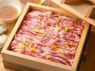 上品な甘みと旨味を堪能できる『美明豚と水菜の蒸篭蒸し』