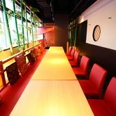 銀座の街並みが一望できる、特別感のあるテーブル席
