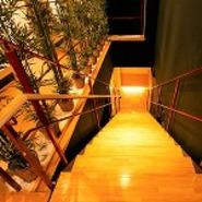 2名様用個室はデートに人気です。京都の町屋をイメージした店内で、ゆったりと落ち着いて料理やお酒をお楽しみいただけます。2人きりの時間、空間を大事にしたいときにオススメです。