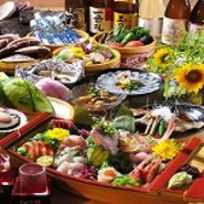 コース料理以外にも京ほのかには美味しいお料理が多数ございます。居酒屋ならではの一品料理はもちろん、新鮮な鮮魚を使ったお造りやお酒のお供にぴったりのお料理まで豊富な種類のお料理をご用意致しております。