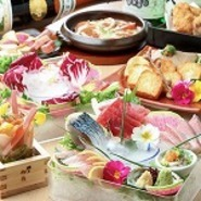 宴会コースは全て飲み放題付です。各種宴会コースはお料理の品数や内容も充実しております。ご予算に合わせてお選びいただけます。くつろぎの掘りごたつでのんびりと宴会をお楽しみください。