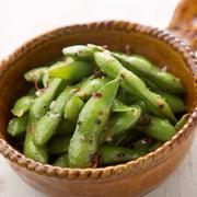 タブレとはクスクスを使ったフランスの国民食。抗酸化力のあるサーモンをはじめ赤レンズ豆や話題のもち麦、胡桃など10種類以上の食材を使ったサラダは栄養満点。