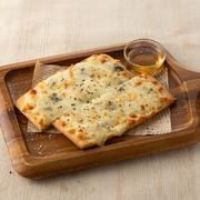 やっぱり定番! トマトの瑞々しさととろーりチーズがたまりません。
