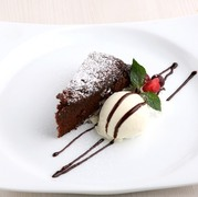 タピオカ粉入りのもっちりとしたパンケーキにコクのあるマスカルポーネクリームと粒あんを挟みました。