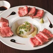 熊本県産 和牛 『あか牛』100%のローストビーフ 山葵と甘口醤油にてお召し上がり下さい。