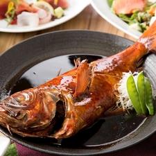一皿の上で、贅の限りを尽くしている『雲丹・いくら・蟹のこぼれ寿司』