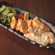 宮崎名物といえばチキン南蛮、甘酸っぱいタレとオリジナルのタルタルソースでお召し上がり下さい。