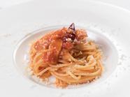 料理人の腕が鳴る、お店イチオシのパスタ『スーチカと玉葱のアマトリチャーナ』