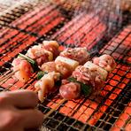 じっくりと一本一本丁寧に焼き上げる串焼き、1本150円~