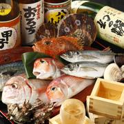 契約している水産業者から毎日届く季節の鮮魚、おすすめの魚介類を盛り合わせで楽しめる人気メニュー。季節や仕入れ状況で内容が変わるのも楽しみのひとつです。お酒のお供にいかがですか。